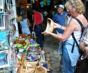 Что привезти из Туниса в подарок: какие цены на сувениры