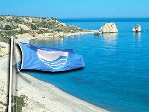 Голубой флаг Евросоюза на острове Крит