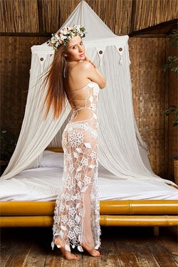 Ещё совсем недавно купить свадебное платье для пляжа было трудновато, и девушкам, которые мечтали о бракосочетании на морском берегу, приходилось потратить