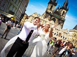 Белый голубь на свадьбе в Чехии