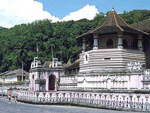 Храм зуба Будды в Канди Шри-Ланка
