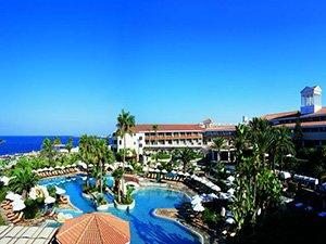 Отель с песчаным пляжем на Пафосе