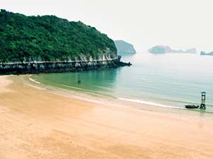 Пляж курорта Халонг